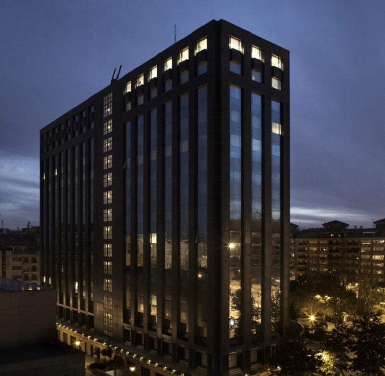 Edificio Europa de noche