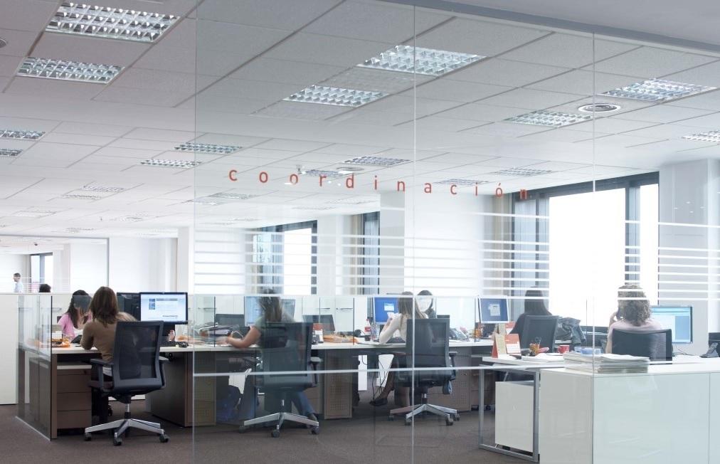 oficina con trabajadores en Edificio Europa